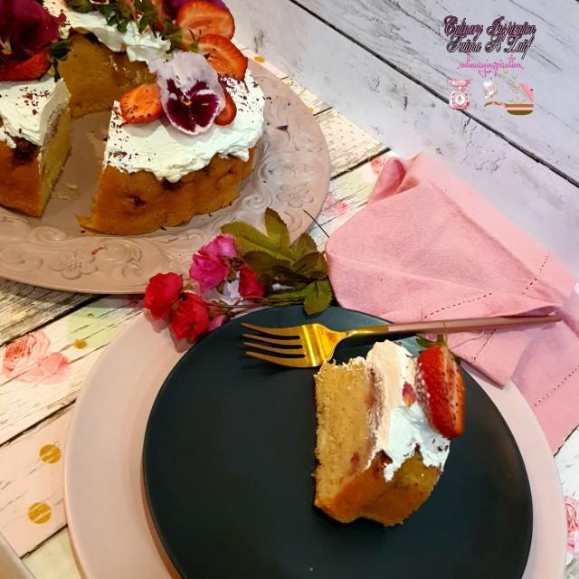 Strawberries And Cream Sponge