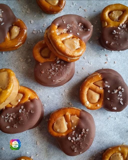 Salted Chocolate Peanutbutter Pretzels