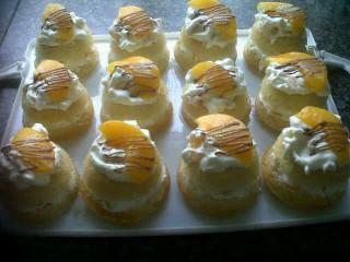 Cream And Peaches Cakes
