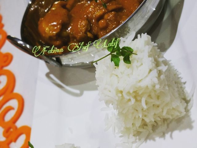 Chicken With Yogurt And Coconut Sauce