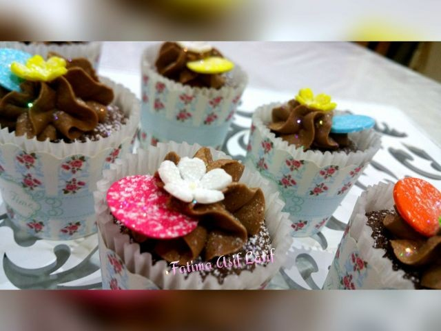 Chocolate Cupcakes With Creamy Icing