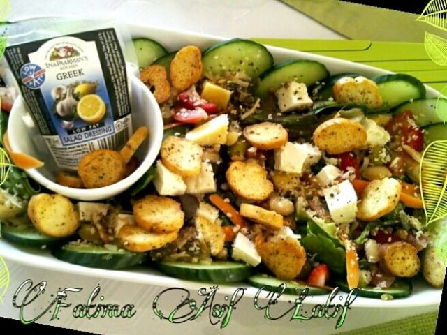 Crouton And Cranberry Greek Salad