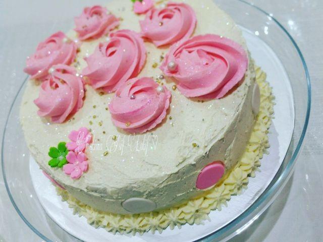 Recipe Light Fluffy Plain Cake: Sponge Cake With A Light Fluffy Buttercream