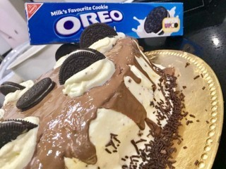 Chocolate Cake With Oreo Topping