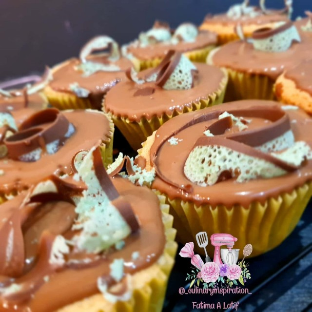 Sponge Cupcakes With Chocolate Ganache And Mint Aero