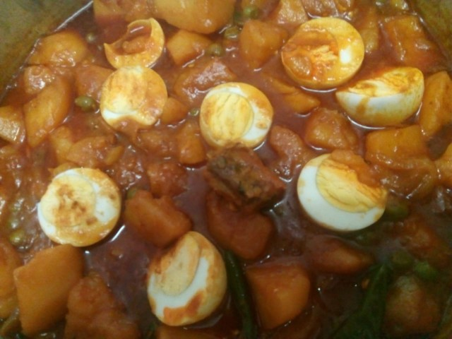 Potatoe Curry With Dryfish And Boiled Eggs
