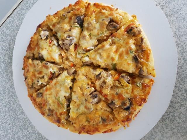 Sweet Chilli Chicken And Mushroom Pizza