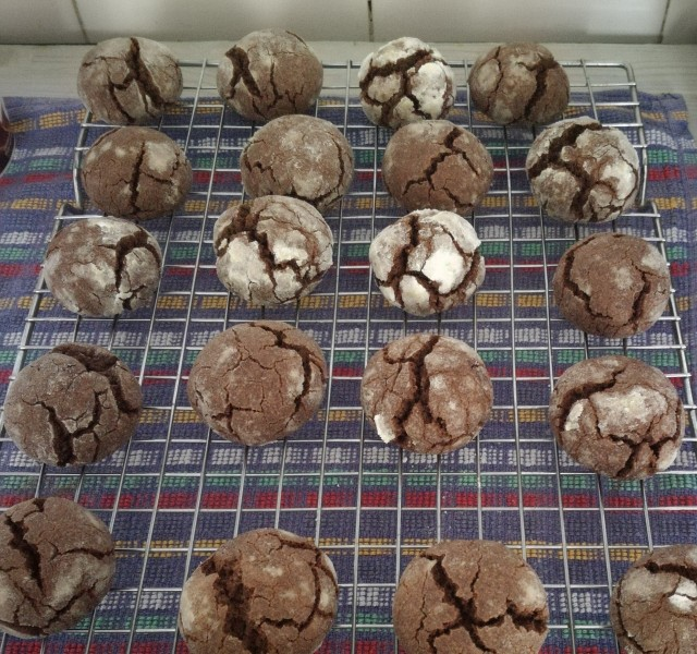 Crinkle Chocolate Cookies