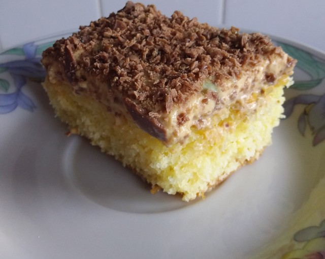 Vanilla Sponge Cake With Peppermint Crisp