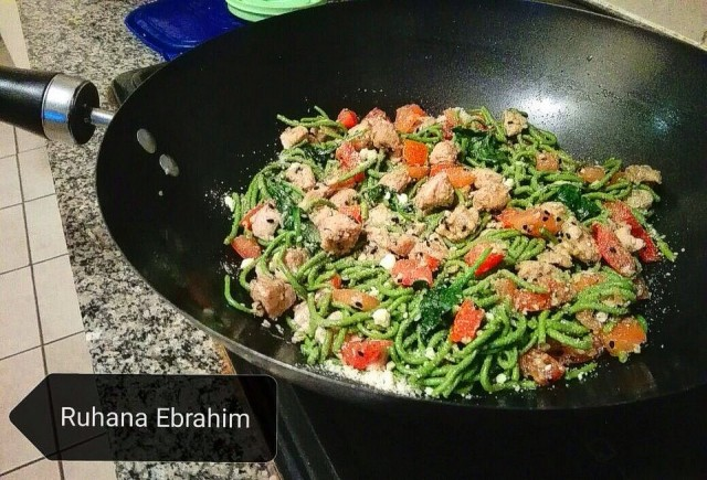 Spinach Cauliflower Noodles With Chicken Tomato & Baby Spinach