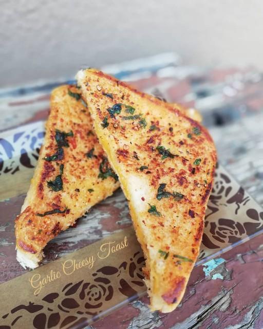 Garlic Cheesy Toast