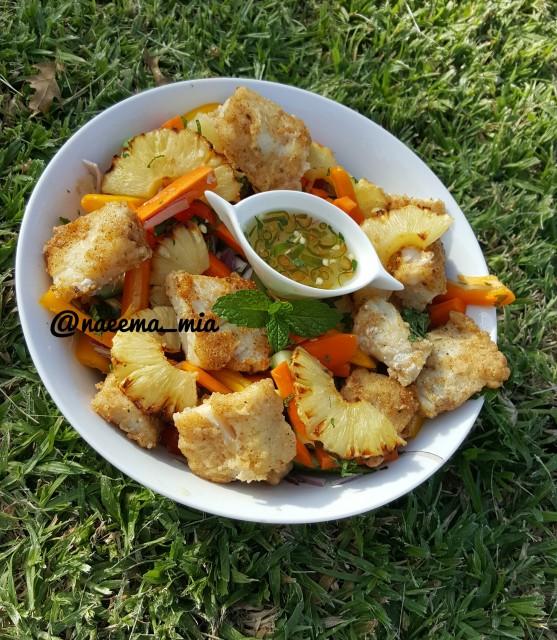 Crispy Fish Salad With Pineapple