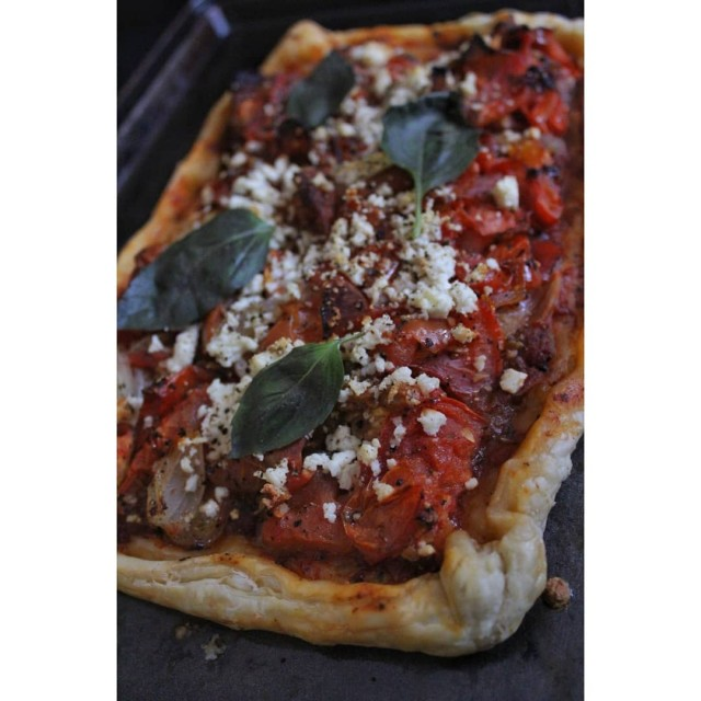 Garlic Roasted Onion And Tomato Galette